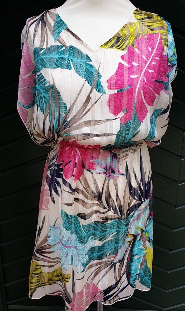 Ultraleichtes Kleid. Chic und bequem. V-Ausschnitt. Gummizug in der Taille. Marke Batida