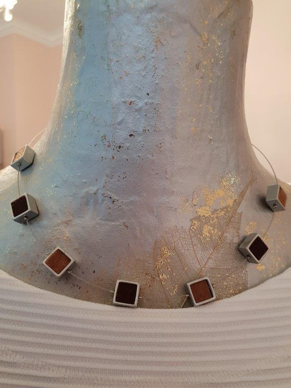 Kette Filz und Alu. Kleine Alu-Quadrate mit Filz-EInlage in Farben Braun und Hellbraun/Beige
