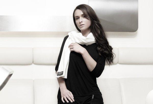Marke EDDER by UMASAN. Langer, breiter Baumwollschal in weiß