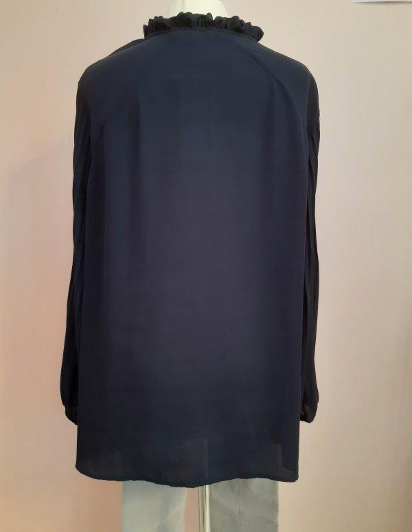 Elegante Bluse, Marke Top Secret. Marineblau (midnight blue). Mit gekräuseltem Stehkragen. Ärmel in Plissee. Größen 44-52