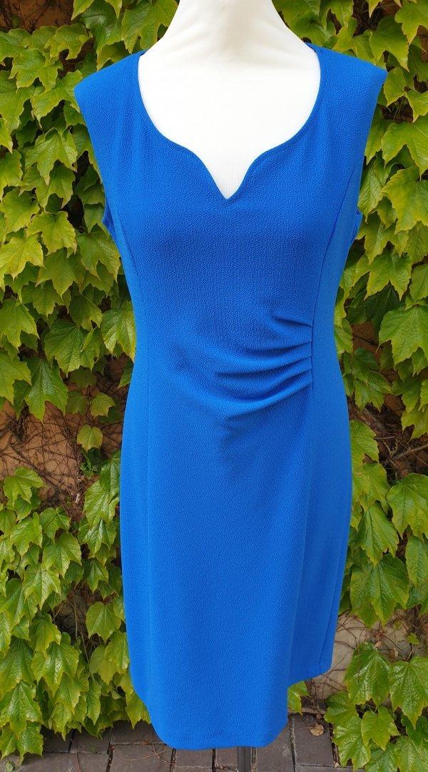 Kleid mit einem geschwungenem V-Ausschnitt und seitlicher Raffung, Marke Batida