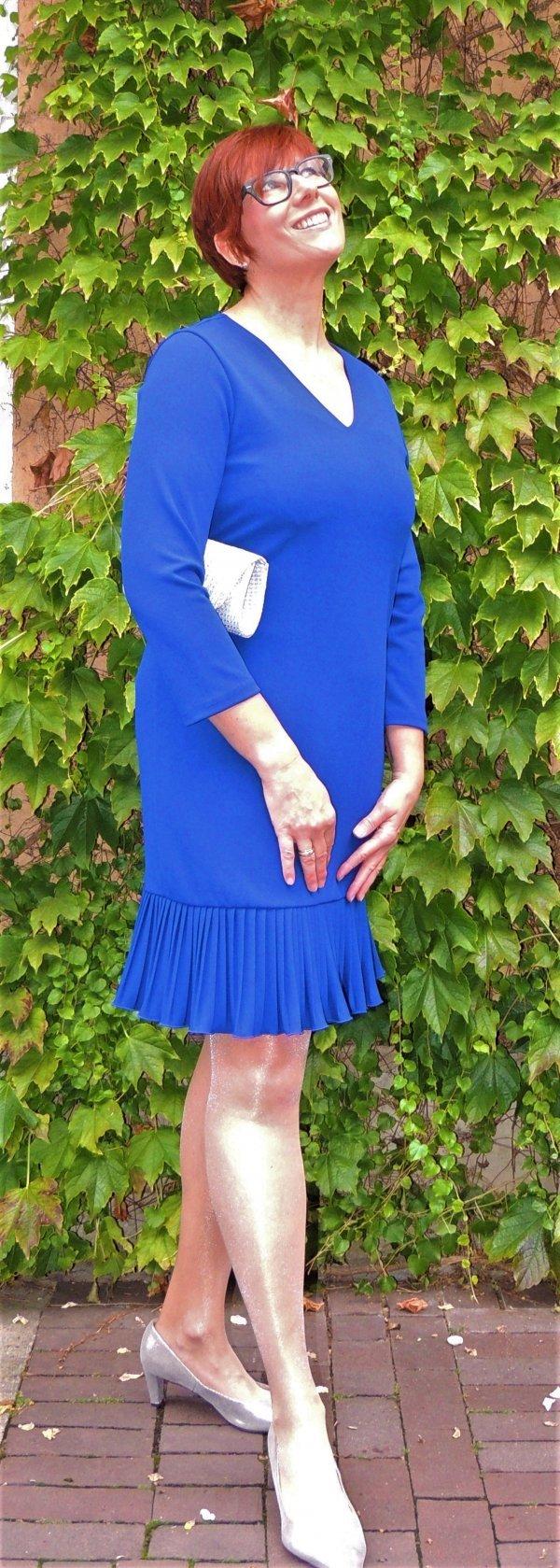 Kleid Batida, V-Ausschnitt. Mit oder ohne Gürtel zu tragen