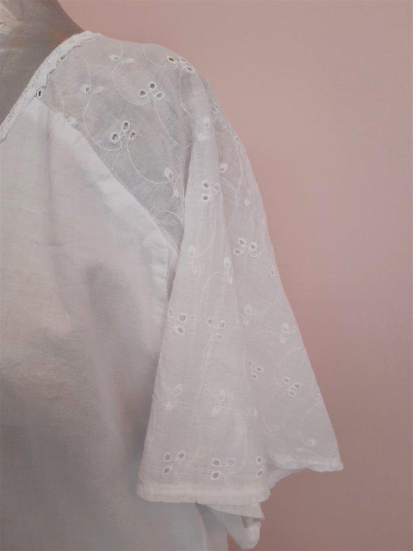 Weiße Baumwollbluse mit Lochstickerei, Kurzarm