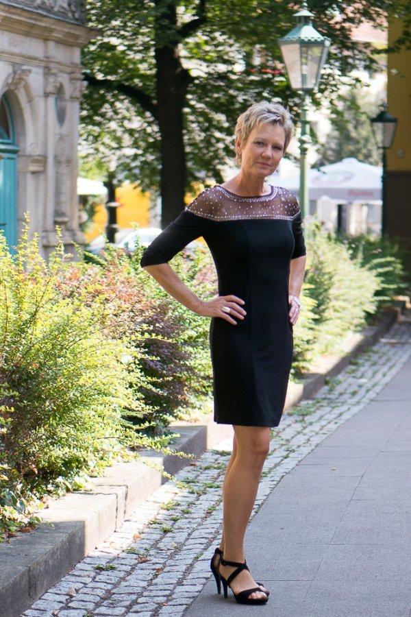 Kleid mit Mash und Straß, Marke Apart