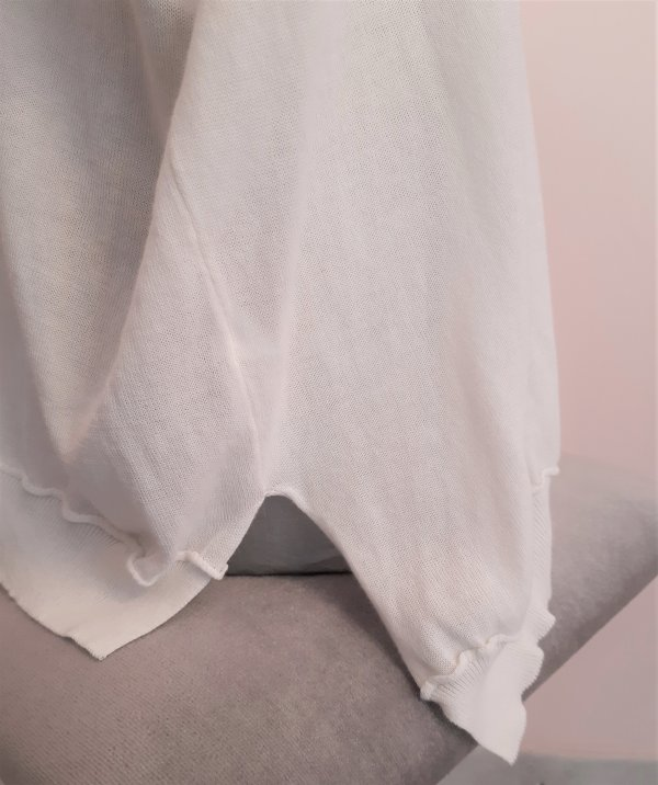 Baumwoll-Pullunder mit V-Ausschnitt. Italienische Marke Vicolo Northland. Verfügbar in rosé, ecru und gelb.