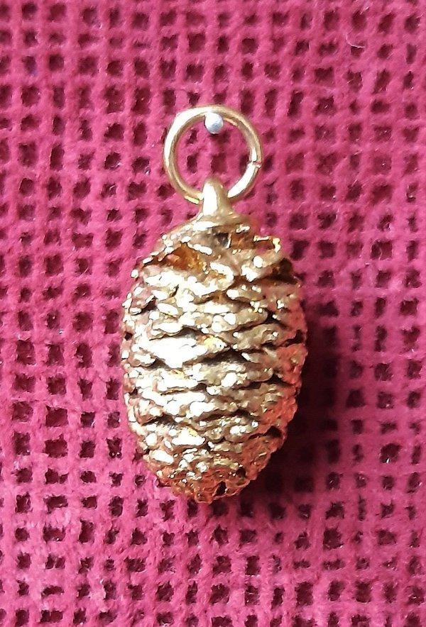 Natürlicher (echter) kleiner Zapfen, vergoldet, als Kettenanhänger