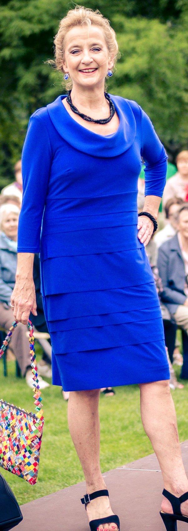 Kleid, Marke Joseph Ribkoff. Mit Volant-Streifen vorne