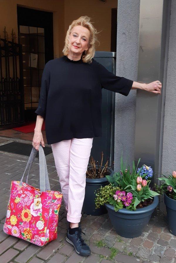 """""""Shopper""""-Tasche mit Gute-Laune-Motiv. Mit Reißverschluß und Innenfächern."""