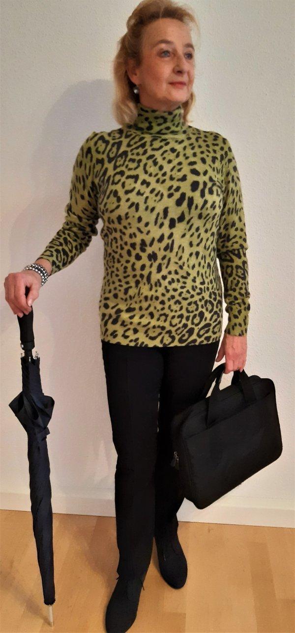 Pullover, Marke Elegance Paris. Leo-Muster