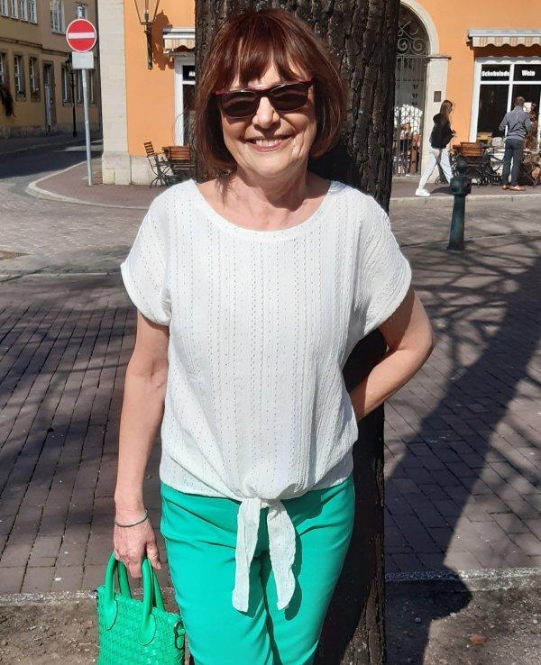 Baumwoll-Stretch-Top in creme-weiß mit überschnittener Schulter. Zum Binden (dadurch variable Länge!). Marke Geisha