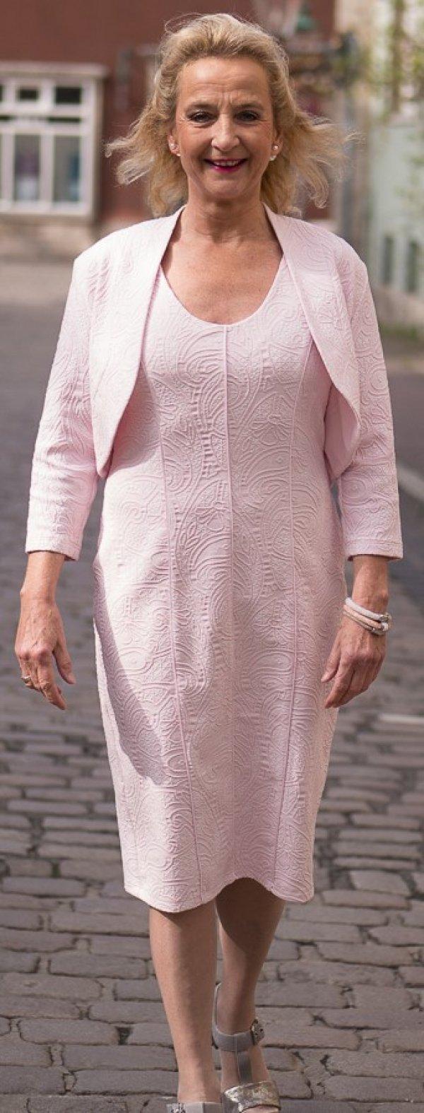 Elegantes, rosé-farbenes Kleid mit Webstruktur ohne Ärmel (Bolero dazu auch verfügbar hier im Shop)