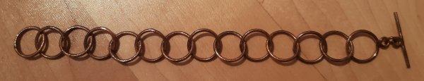 Armband aus rosé-vergoldeten Kupferringen. Version mit kleinen Ringen